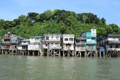Rivierhuizen in Ranong, Thailand stock afbeeldingen