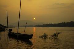 Riviermekong boot op het water Stock Afbeeldingen