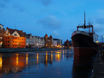 Rivieroever bij dageraad in Gdansk, Polen. Royalty-vrije Stock Foto's