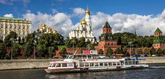 Rivieroever centrale straat, Moskou royalty-vrije stock afbeelding