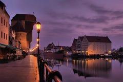 Rivieroever van Gdansk bij dageraad. Stock Afbeeldingen