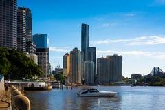 Rivieroevergebouwen in Brisbane Stock Fotografie