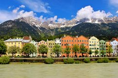 Rivieroevergebouwen in Innsbruck Stock Foto's