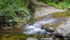Rivierwatervallen stock afbeeldingen