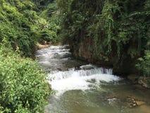 Rivière de montagne au Laos Photos stock