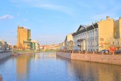 Rivière de Moyka au centre de StPetersburg Photo stock