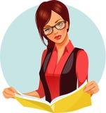 Rivista della lettura della donna Immagine Stock