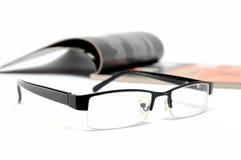 Rivista e vetri Fotografia Stock