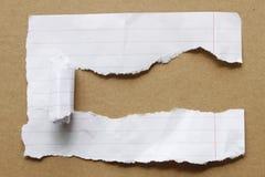 rivit sönder brunt papper för bakgrund Arkivfoto
