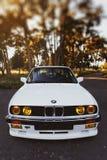 Rivne, Ucrânia - 7 de julho de 2018: Oldtimer retro clássico idoso original dos outdors de BMW M3 e30, das rodas do esporte, tunn foto de stock royalty free