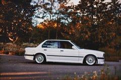 Rivne, Ucrânia - 7 de julho de 2018: Oldtimer retro clássico idoso original dos outdors de BMW M3 e30, das rodas do esporte, tunn fotografia de stock royalty free
