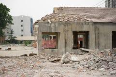 Rivning av byggnader i stads- miljöer Royaltyfri Foto