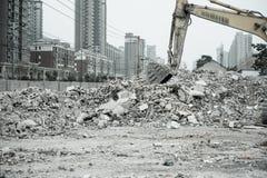 Rivning av byggnader i stads- miljöer Royaltyfria Foton