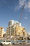 Rivning av en byggnad i staden Royaltyfri Foto