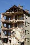 Rivning av en gammal byggnad Royaltyfri Fotografi