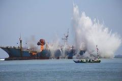 Rivning av fisken piratkopierar VIKING Ship i Indonesien Arkivbilder