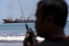 Rivning av fisken piratkopierar VIKING Ship i Indonesien Arkivfoton