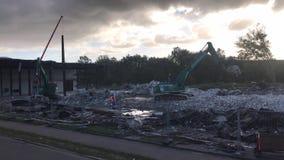 Rivning Företag Wilko Wagner river sönder av en fabriksbyggnad i Pinneberg lager videofilmer