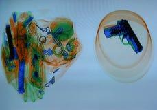 Rivoltella sullo schermo dei raggi X Fotografie Stock