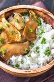 Riz avec des champignons d'huître de roi de teriyaki photos libres de droits