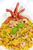 Riz avec des crevettes roses Image stock