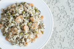 Riz avec des légumes et des crevettes Photo stock