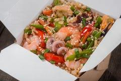 Riz avec des légumes et des fruits de mer photos libres de droits