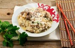 Riz avec les champignons de couche et le persil Photo stock