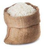 Riz blanc dans l'isolat de sac à toile de jute Photographie stock libre de droits