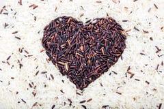 Riz brun de coeur au centre Photographie stock