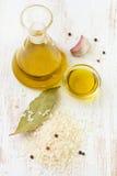 Riz cru avec de l'huile photos libres de droits
