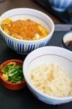 Riz cuit à la friteuse de porc avec la nouille, nourriture japonaise Image libre de droits