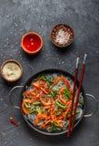 Riz d'amidon, nouilles de pomme de terre avec des légumes Photographie stock