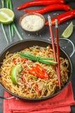 Riz d'amidon, nouilles de pommes de terre avec du boeuf et légumes Photos stock
