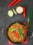 Riz d'amidon, nouilles de pommes de terre avec du boeuf et légumes Images libres de droits