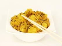 Riz de cari asiatique avec des fruits (végétarien) image stock