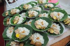 Riz de Gudeg avec le poulet de travers et les oeufs sal?s photos stock
