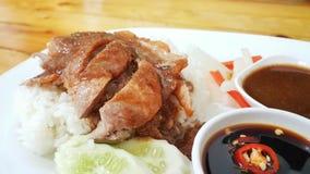 riz et écrimage rôti de canard avec de la sauce à soja photo libre de droits