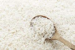 Riz et cuillère en bois Image stock