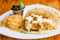 Riz et haricots noirs de Tacos de poissons Photos stock