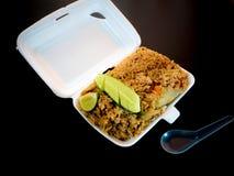 Riz frit dans la boîte de mousse Image libre de droits