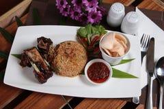 Riz frit de cuisine indonésienne populaire Photo libre de droits