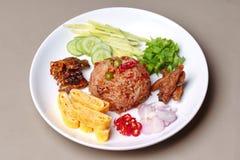 Riz frit de jasmin avec l'appel Kao Klok Kapi de pâte de crevette Images stock