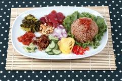 Riz frit de jasmin avec la pâte de crevette, Kao Klok Kapi - thaïlandais Photographie stock
