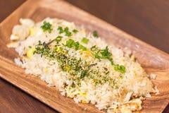 Riz frit du plat en bois Image stock
