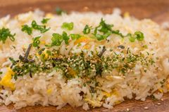 Riz frit du plat en bois Photo stock