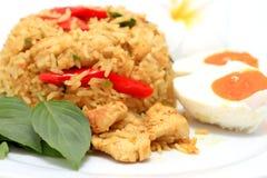 Riz frit thaï sur la cuisine asiatique traditionnelle de plaque Images libres de droits