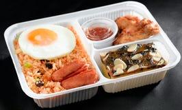 Riz frit végétal dans le panier-repas Photo stock