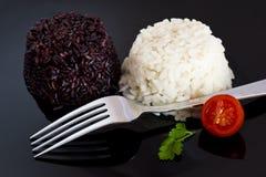 Riz mélangé avec la tomate et le persil Image libre de droits