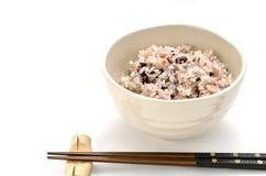 Riz m?lang? dans le bol de riz japonais Image stock